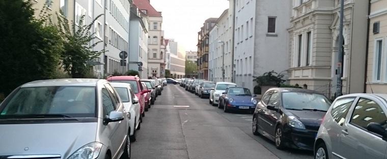 駐車している車